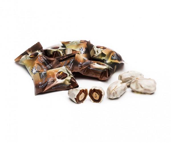 Финики с миндалём в белом шоколаде